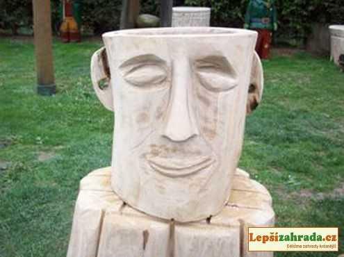 Dřevěný květináč hlava