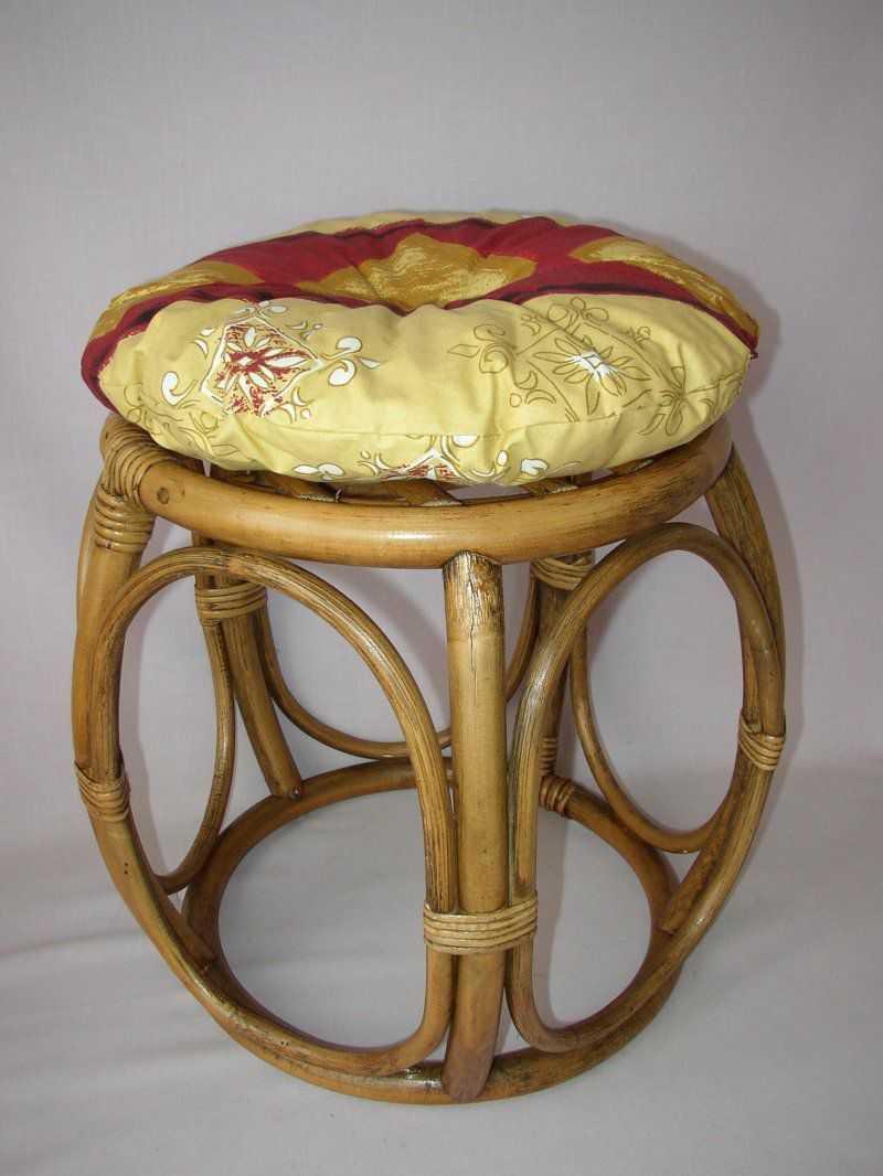 Ratanová taburetka brown wash široká polstr vínový motiv | RYCHLÉ DODÁNÍ