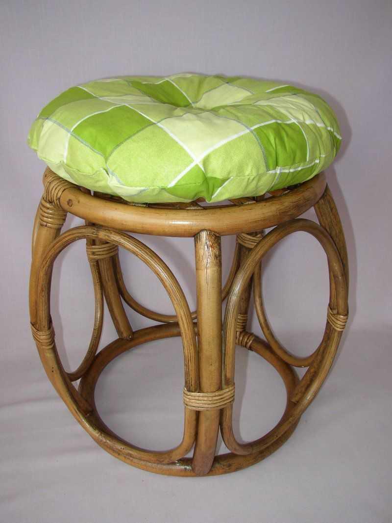 Ratanová taburetka brown wash široká polstr zelená kostka | RYCHLÉ DODÁNÍ