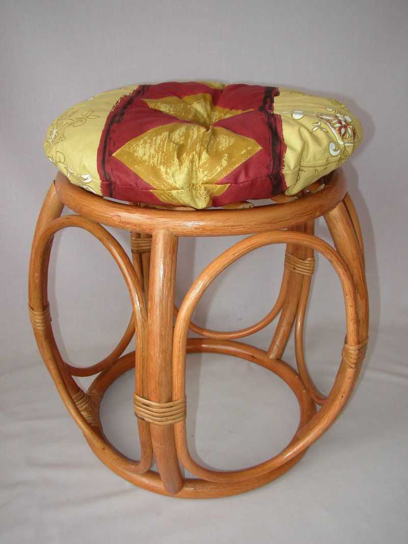Ratanová taburetka široká koňak polstr vínový motiv | RYCHLÉ DODÁNÍ