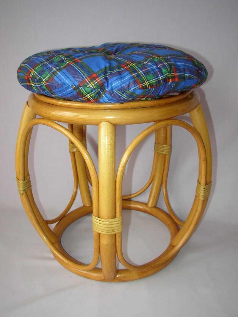 Ratanová taburetka široká medová s polstrem modrým | RYCHLÉ DODÁNÍ