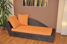 Ratanová odpočinková pohovka hnědá pravá polstr oranžový (AKČNÍ CENA)