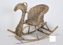 Ratanový houpací koník